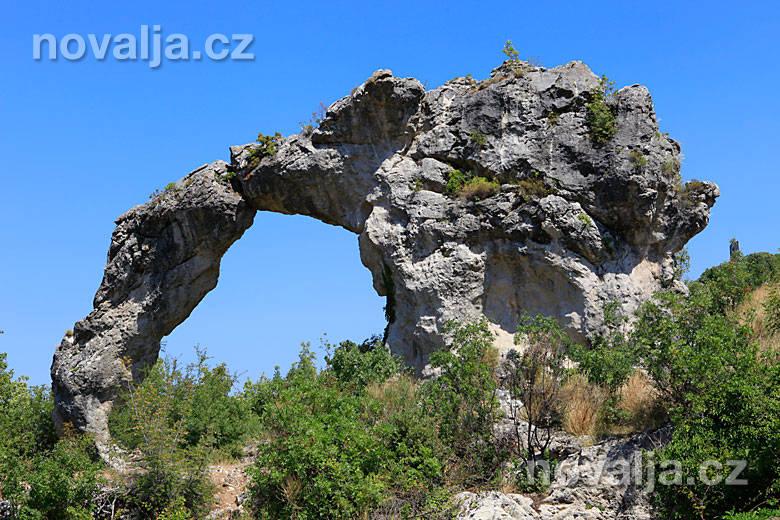 Kamenný oblouk Koloč -ostrov Brač