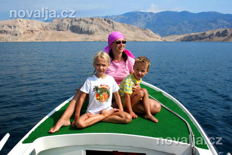 Výlet člunem změsta Pag