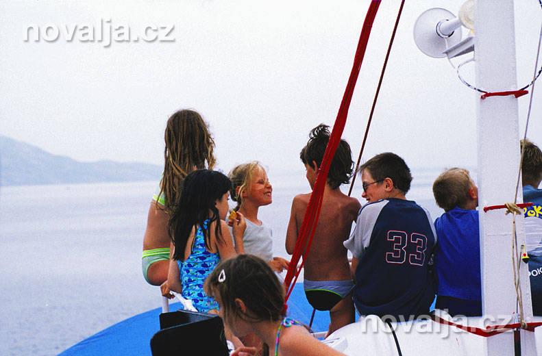Lodní výlet Pažským zálivem